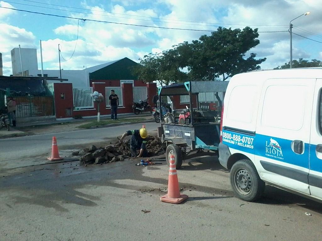 Aguas Riojanas trabajó en una rotura del ramal sur