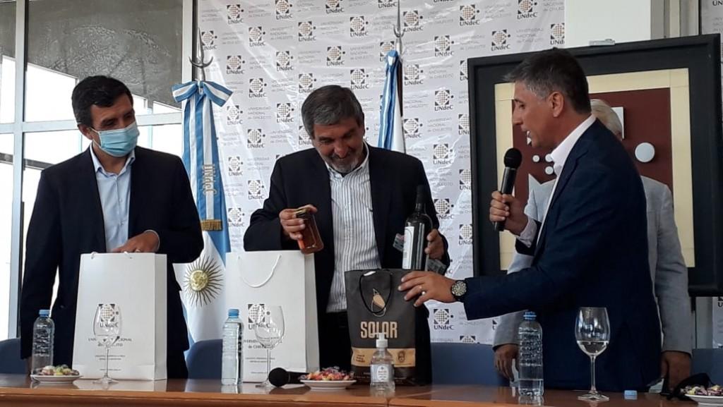Calderón destacó la tarea de las Universidades junto al gobierno nacional