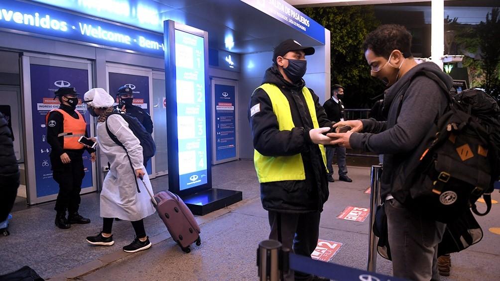 Argentina formalizó la restricción de vuelos a Estados Unidos, Europa y Brasil