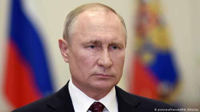 El presidente ruso Vladimir Putin recibió la vacuna contra el COVID-19