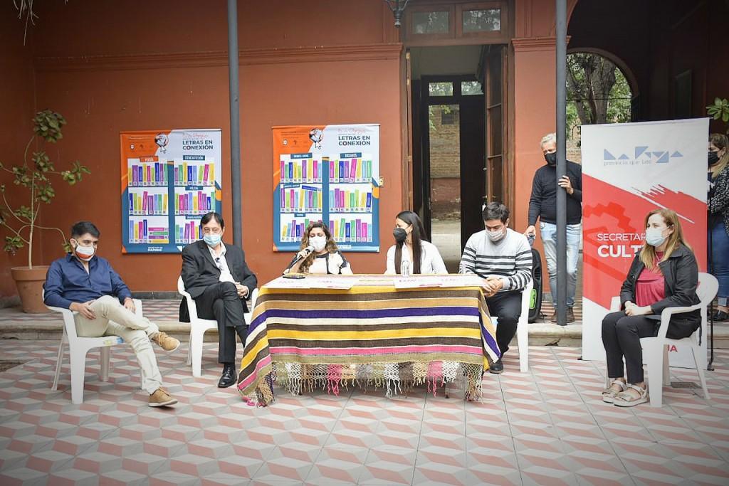 Dia del Libro: entregan bibliotecas digitales para que más riojanos accedan a la lectura