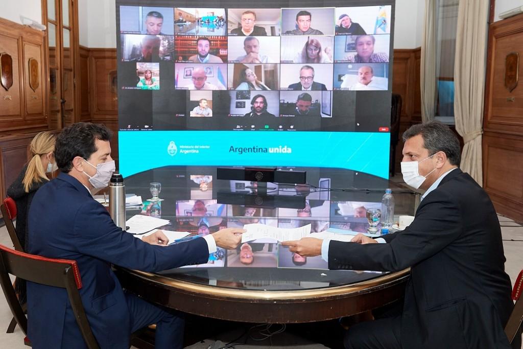 El Gobierno y la oposición acordaron postergar las elecciones cinco semanas