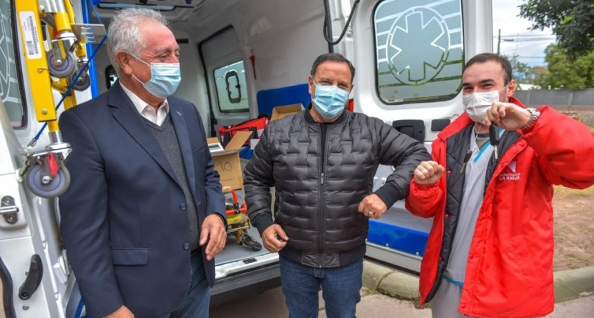 El Gobierno provincial entregó ambulancias al Servicio de Emergencias 107