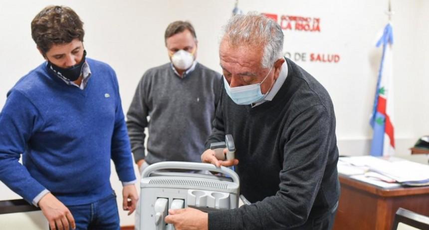 El ministerio de Salud hizo entrega de un ecógrafo al hospital de Sanagasta