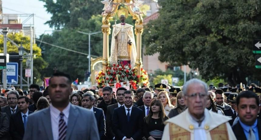 Casas participó de la procesión de San Nicolás