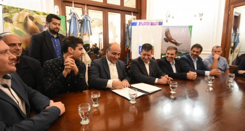Casas firmó convenio ambiental con ONG Israelí