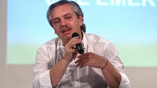 Fernández prometió volver a crear el Ministerio de Ciencia y Tecnología