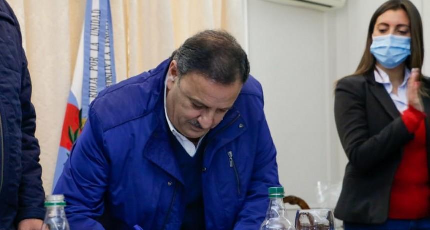 Ricardo Quintela puso en funciones al nuevo director del Hospital de Chilecito