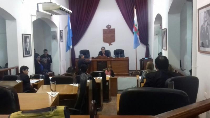 Concejo Deliberante: Ediles opositores al intendente Paredes Urquiza toman el control del recinto