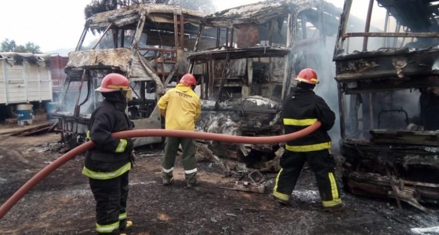 Incendio provocó daños totales en zona sur de capital