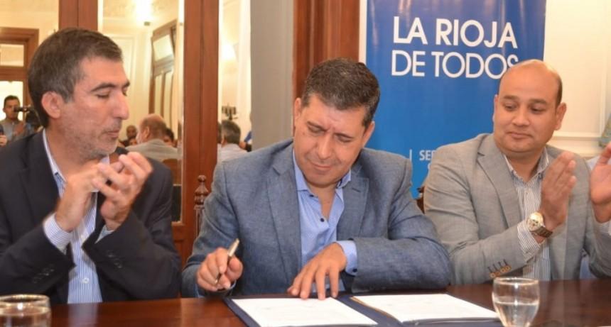 Casas anunció que la provincia construirá 246 viviendas