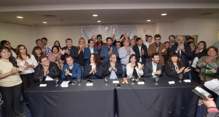 Julio Martínez y Tere Luna presentaron sus candidatos
