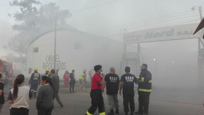 Incendios: Ahora le tocó el turno a Carpel Reciclados en el parque industrial