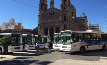 El gobernador Casas presentó las nuevas unidades que se incorporarán al transporte urbano de pasajeros