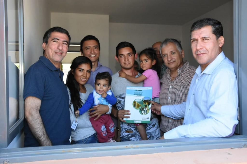 El gobierno provincial entregó viviendas en Tama