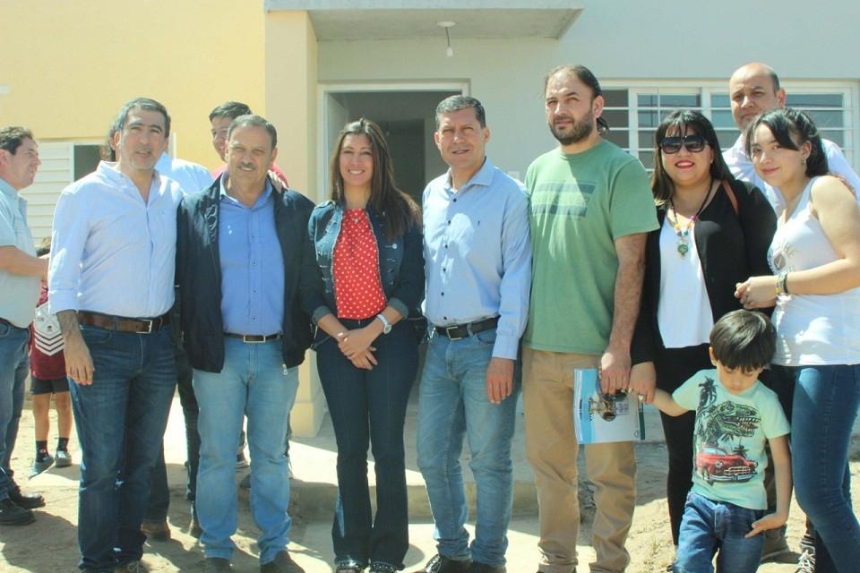 Casas y Quintela entregaron viviendas en la zona sur