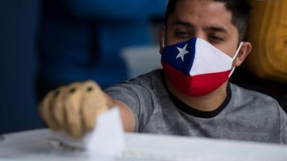 Los chilenos aprobaron por amplia mayoría la redacción de una nueva Constitución