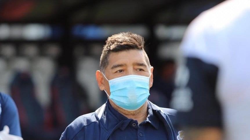 COVID-19: Maradona está aislado por contacto estrecho positivo