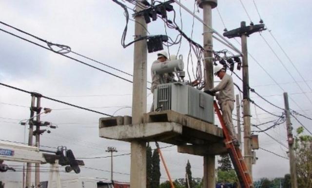 Cortes de energía y agua generó inconvenientes en capital y algunos departamentos del interior provincial