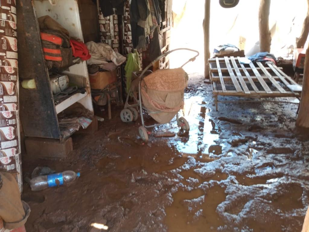Pobladores del paraje San Pedro recibieron asistencia por las lluvias