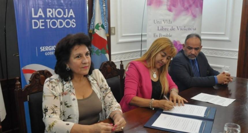 Acuerdan cooperación y asistencia para consolidar derechos de la mujer adulta