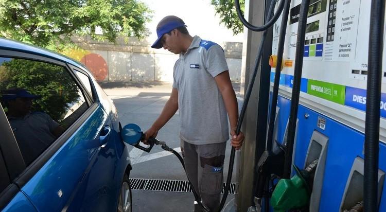 Este lunes subieron los precios de los combustibles 2,5%