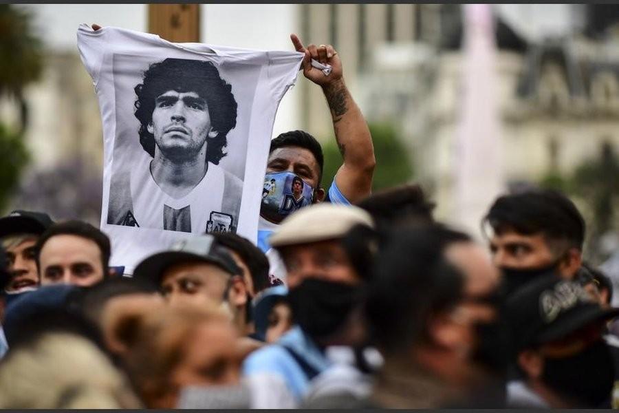 Emotiva despedida del pueblo argentino a Diego Maradona