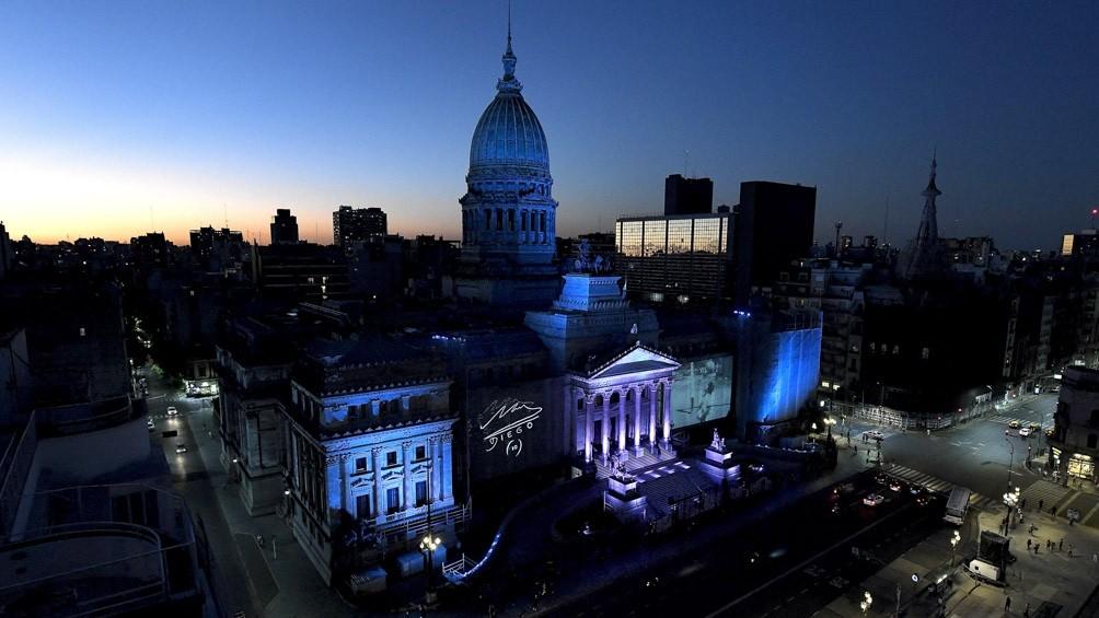 El Congreso se ilumina con Diego Maradona