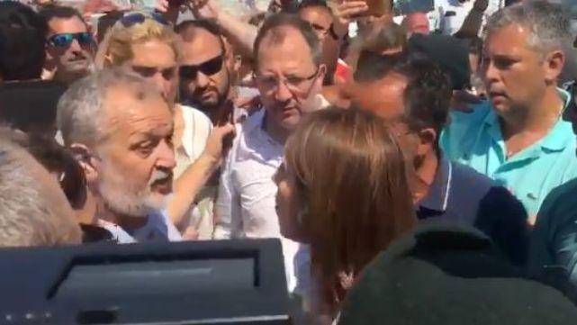 Vidal se enfrentó a un grupo de guardavidas que protestaban en Mar del Plata