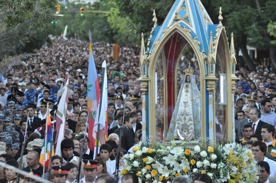 Multitudinaria procesión de la Virgen del Valle en Catamarca