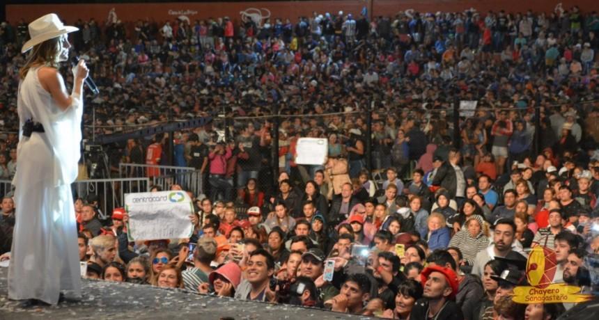 Chayero Sanagasteño: Soledad brilló ante mas de 12 mil personas