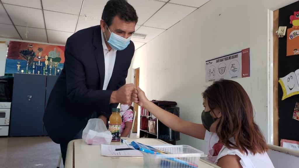 Ariel Martínez recorrió escuelas rurales en el inicio de la revinculación