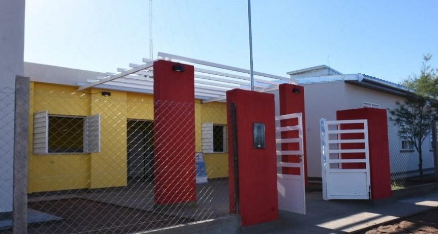 Casas visitó la escuela N°230 de Bajo Hondo e inauguró obras