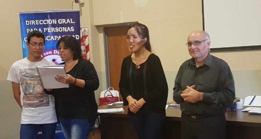 Desarrollo Social inició curso de lengua de señas