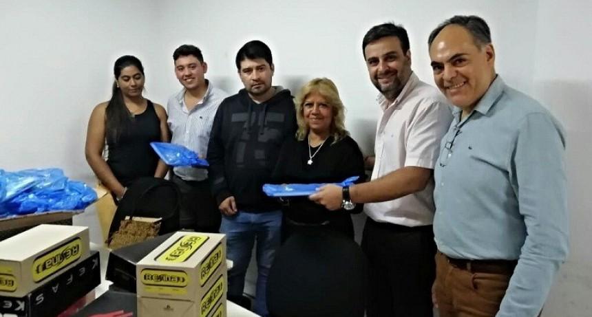 El ministerio de Planeamiento e Industria asistió con kits escolares y calzados a despedidos de Confecciones Riojanas
