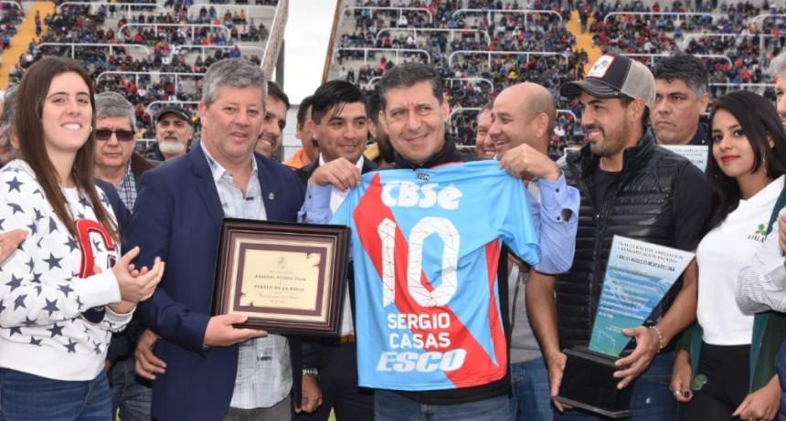 Casas reinauguró el estadio