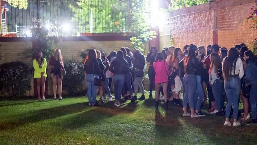 Insólito: 169 fiestas clandestinas desarticuladas en Córdoba y detuvieron a 13 youtubers