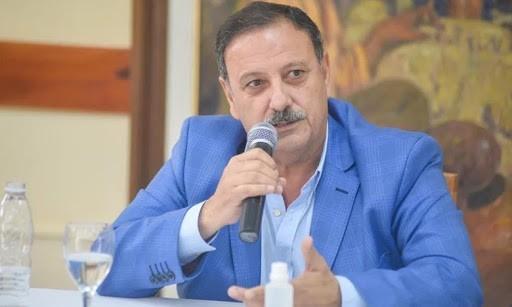 El gobernador Quintela intimó al sitio web Perfil para que se rectifique sobre una publicación injuriante hacia su persona