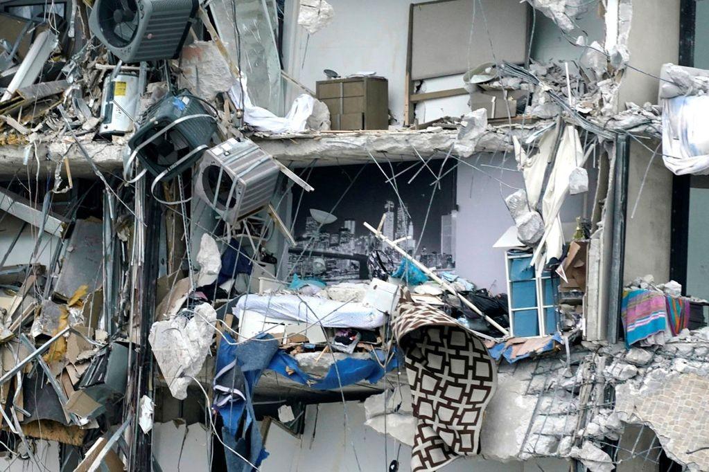 Ya son 32 los cuerpos rescatados entre los escombros del edificio en Miami