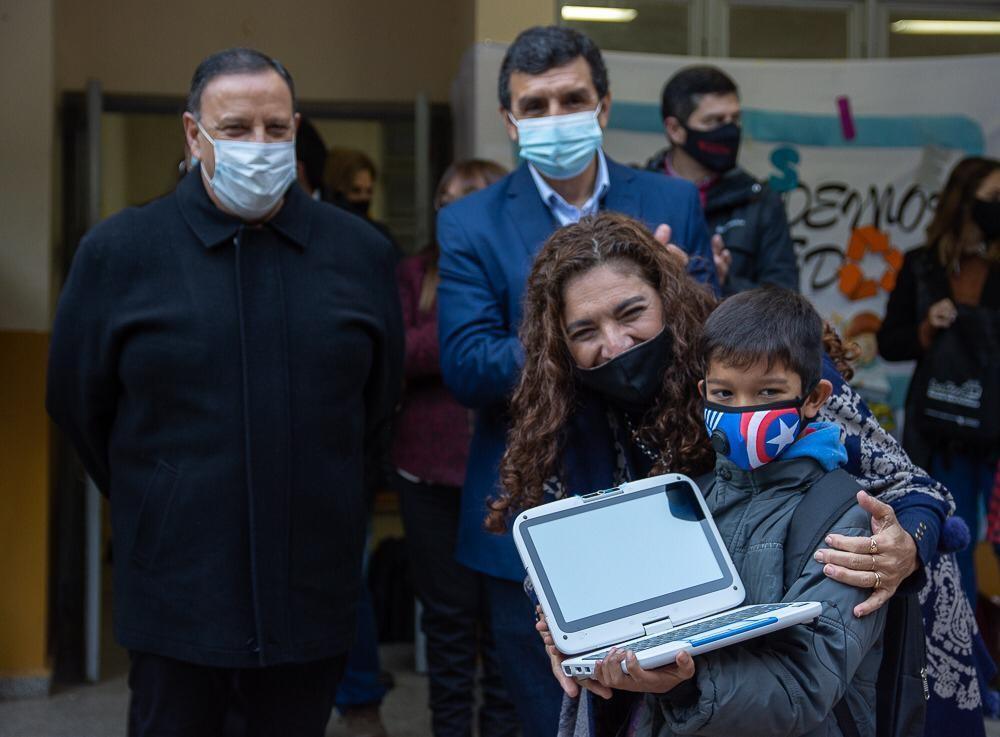 """""""Volvemos a la presencialidad el 26 de julio con más de 14 mil docentes vacunados y 10 mil computadoras entregadas"""""""
