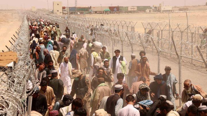 Los talibanes anunciaron una amnistía y piden a las mujeres sumarse al gobierno
