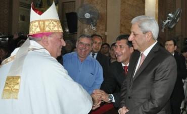 El gobernador Casas acompañó al Padre Quique en su asunción como Obispo en Santiago del Estero