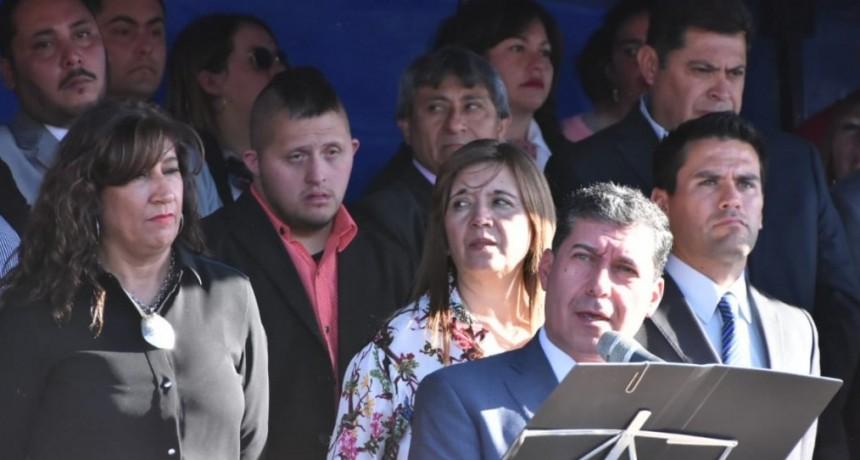 Casas se comprometió a apoyar la institucionalidad y pidió defender la democracia