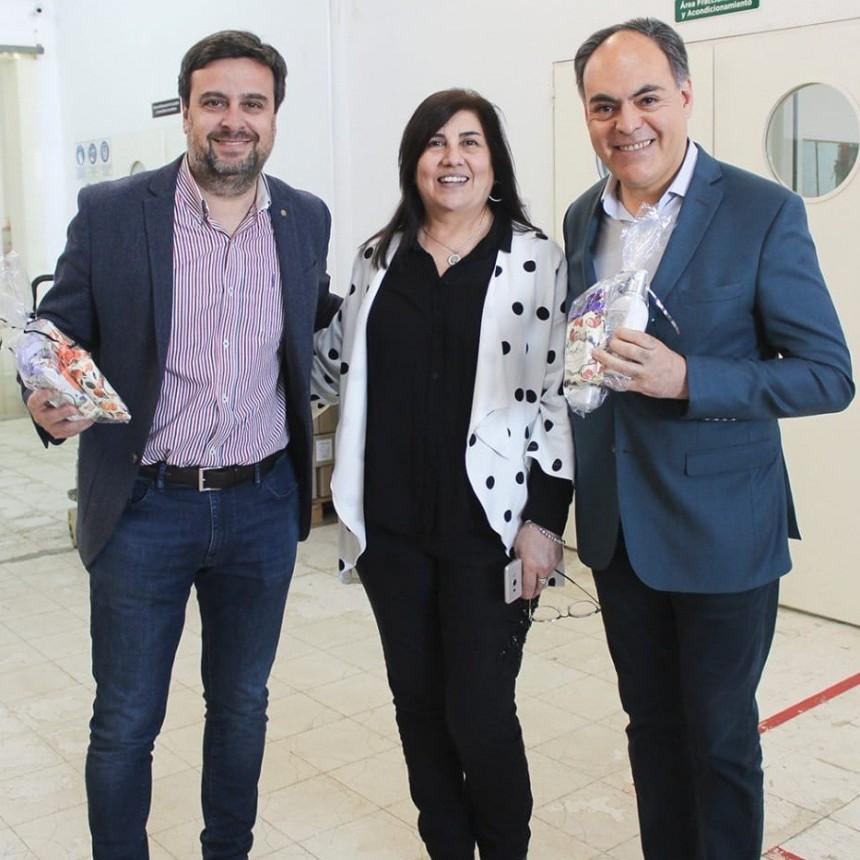 """El ministro Galleguillo recorrió la fabrica """"Saint Julien"""" en el día de la industria"""