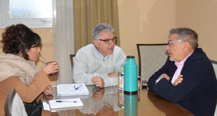 Beder Herrera visitó al vicerrector de la UNLaR