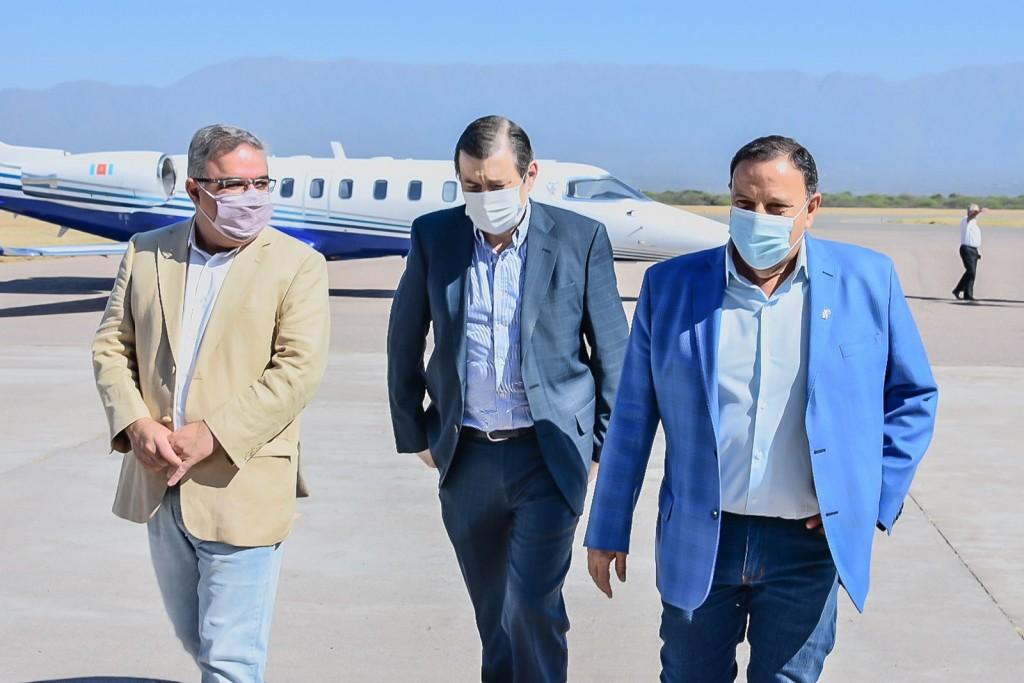 Quintela recibió a sus pares en la cumbre política de La Rioja