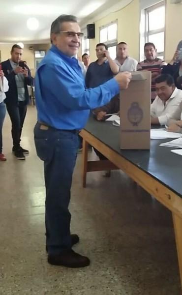 Beder Herrera emitió su voto en Campanas
