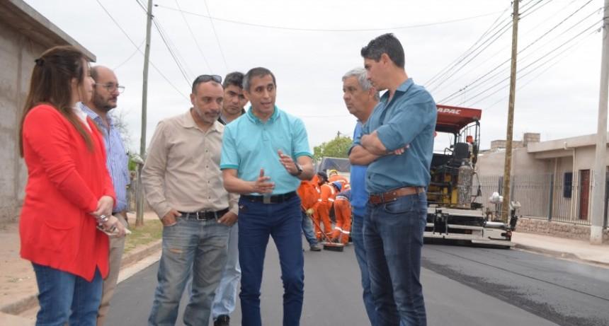 Paredes Urquiza verificó la obra en la avenida Luis Vernet