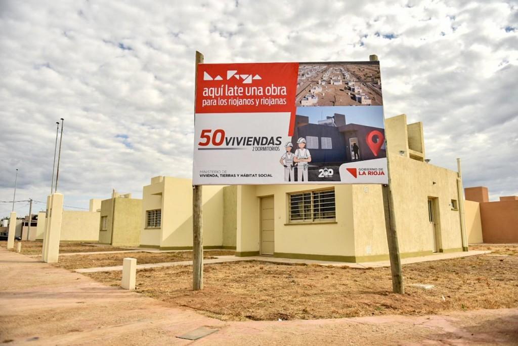 Quintela entregó 50 viviendas y 80 títulos de propiedad en Chamical