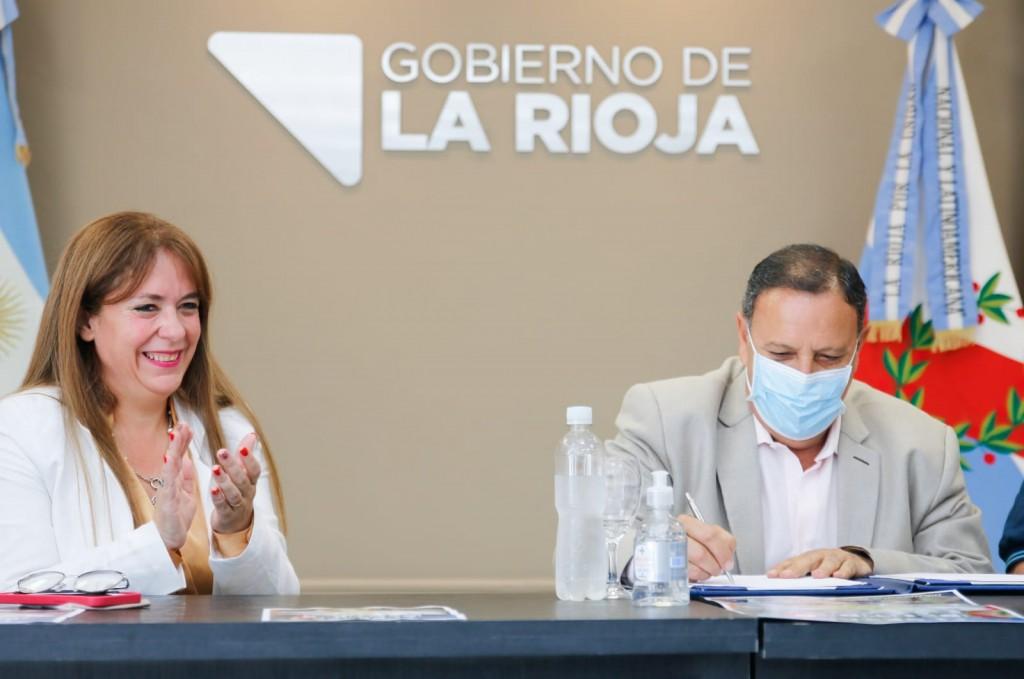 El gobierno provincial firmó convenio para facilitar el acceso al ejercicio del derecho de identidad